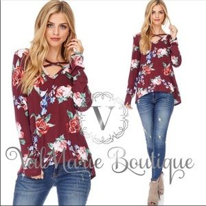🌸 2 LEFT - Burgundy floral cross cross top